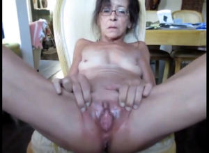Flabby grannie showcasing her opened..