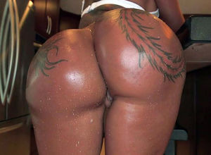 Inked ebony mega-bitch Bella Bellz has..