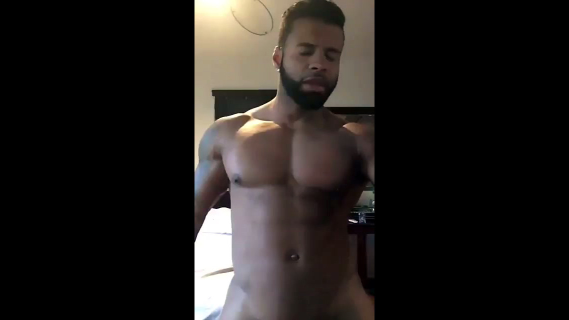 Ebony dude sings rap and dancing nude..